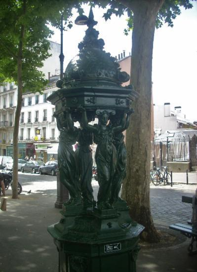 Place des Abbesses Montmartre